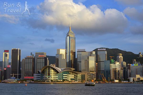 Вид на остров Гонконг из бухты Виктория