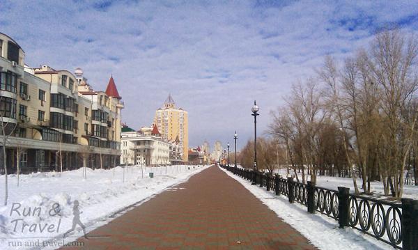 Почищенная набережная зимой