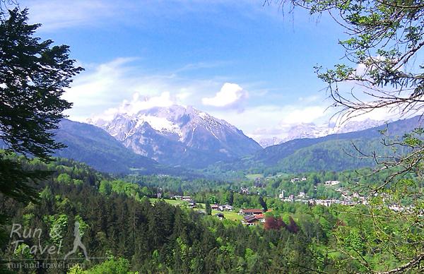 Виды с трейла неподалеку от Берхтесгадена в баварских Альпах (Германия)