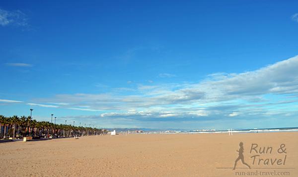 На широких пляжах бывает ветрено