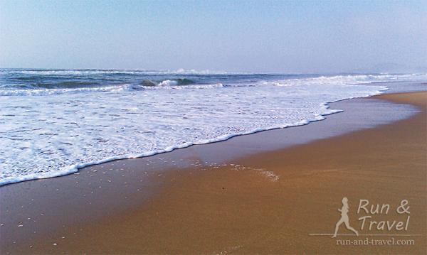 Индийский океан, пляж огромный и совершенно пустой