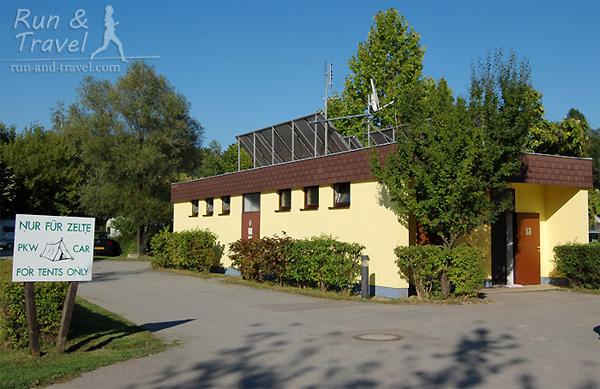 Санитарный блок в кемпинге в Вене – работает от солнечных батарей