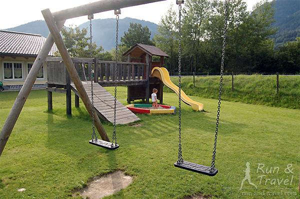 Минималистичная детская площадка