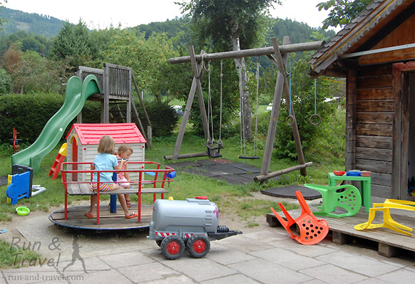 Особо ценная детская площадка – возле бара