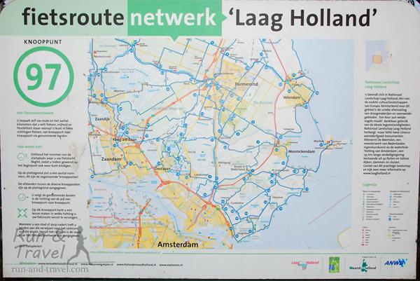 В местах пересечения велодорожек висят карты