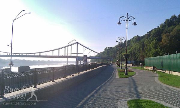 Вид с Набережно-Крещатицкой на Парковый мост