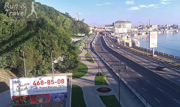 Вид с моста на Набережно-Крещатицкую, до 7 утра трафик небольшой