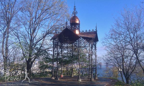 Кокоревская беседка, построенная на деньги купца-миллионера Василия Кокорева в конце 19 века