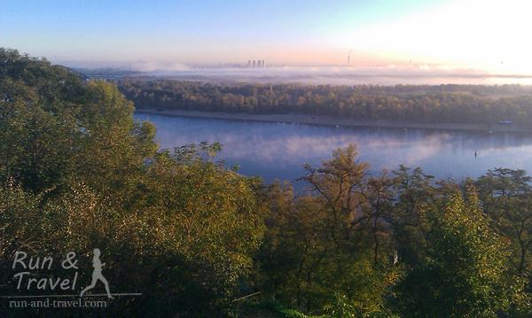 Левый берег в тумане, октябрь