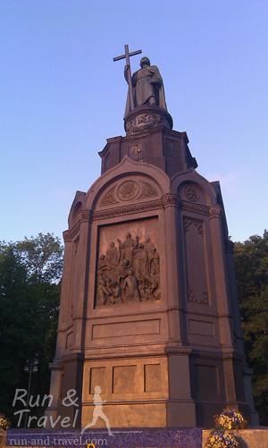 Крест у Владимира в темное время суток подсвечивается с помощью электричества с 1890 года