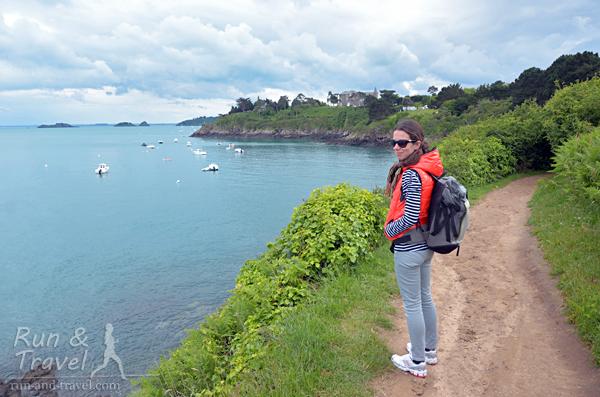 В Нормандии немного гуляли по тропам и наблюдали за отливом-приливом на пляже