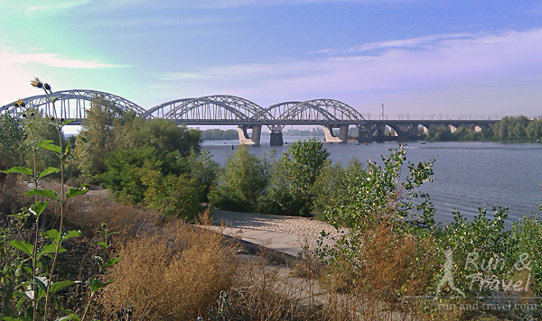 Видно Дарницкий мост