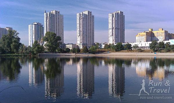 Озеро Тельбин на Березняках. Справа видно хорошо известный бегунам легкоатлетический манеж