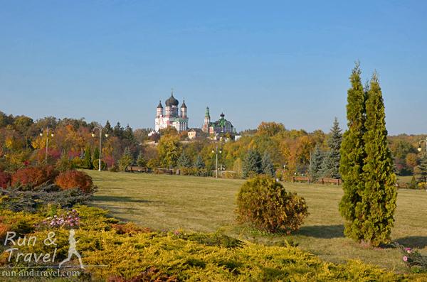 В 90-е религиозные сооружения вернули церкви, сегодня там Свято-Пантелеймоновский женский монастырь
