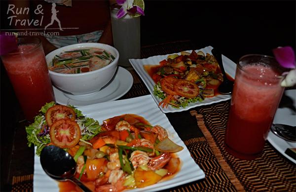 Любимый набор: том ка, креветки с овощами в кисло-сладком соусе, арбузный шейк