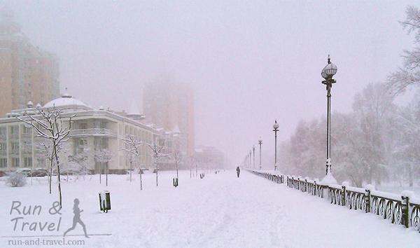 Оболонская набережная во время снегопада