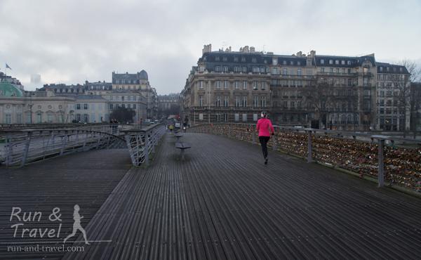 По Парижу, преодолевая сложности