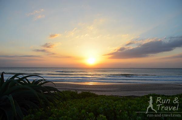 Солнце встает над Индийским океаном