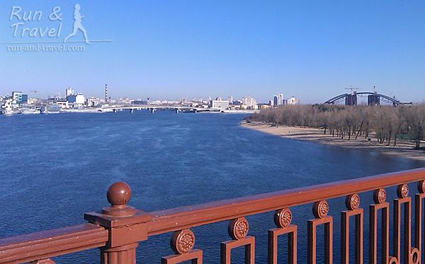 Виды с Паркового моста: Труханов, недостроенный Подольский мостовой переход и Гаванский мост