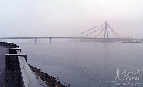 Вид с Набережно-Рыбальской на Московский мост
