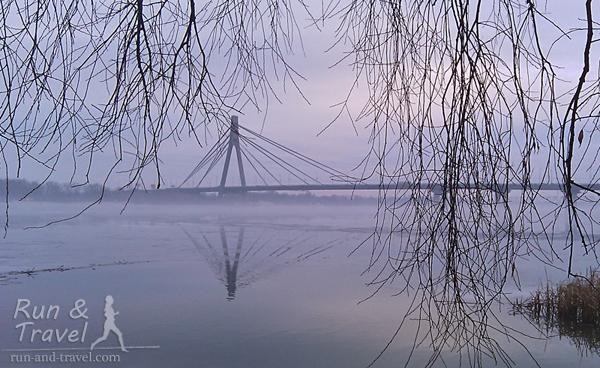 Вид на Московский мост с Оболонской набережной