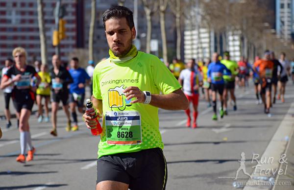 Компашка бежала в футболках Drinking Runners, смотрела на них и жутко хотелось холодного пива