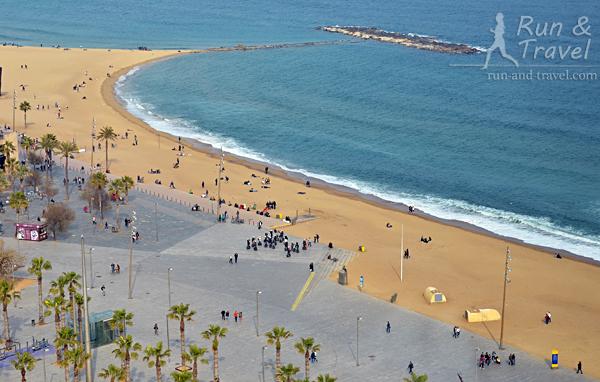 Пляжный кусочек Барселонеты, вид с фуникулера