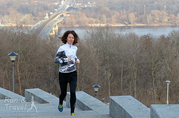 Конец февраля: бегаю без ветровки, скоростные тренировки уже на стадионе вместо манежа