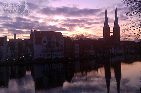 Утренний Старый город в Любеке, Германия