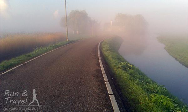 Утренний туман неподалеку от Дельфта, Нидерланды