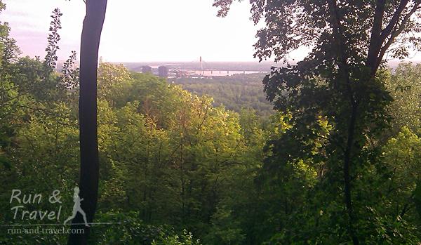 Майские виды из Крещатого парка, вдалеке – недостроенный Подольский путепровод и Московский мост