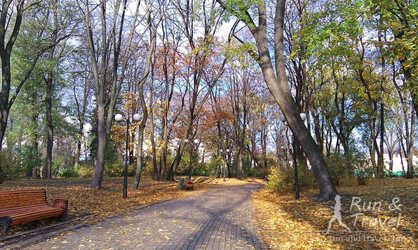 Осенние аллеи Мариинского парка