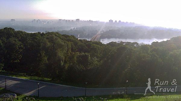 Солнце и утренний туман в августе