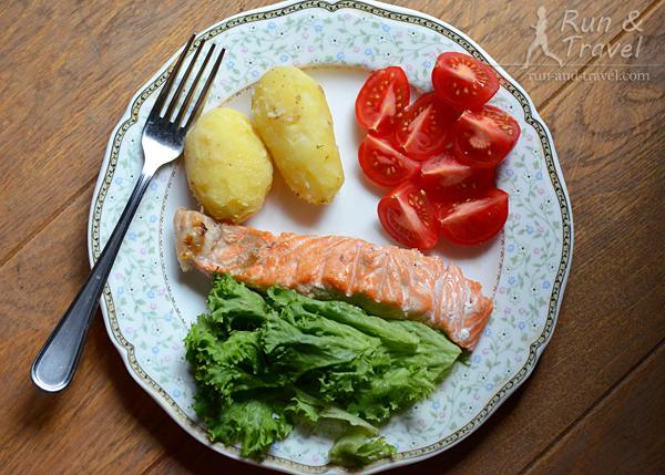 Рыба, отварной картофель, овощи