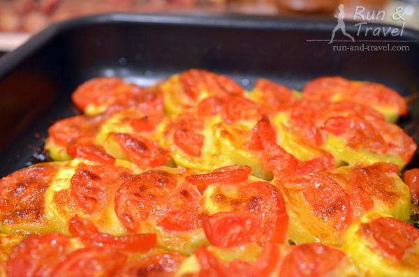 Наркотические кабачки, запеченные с помидорами, чесноком и моцареллой