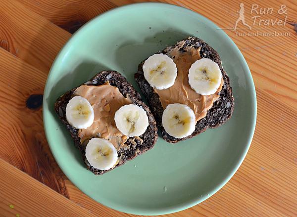 Еда перед длительной: тосты с арахисовым маслом и бананом