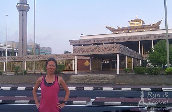 Оказывается, в столице мусульманского Брунея можно вполне комфортно бегать. Возле Парламента Брунея