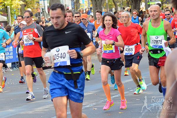 42-й километр, с одухотворенным лицом смотрю на Бранденбургские ворота