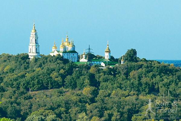Вид с Ивановой горы на Крестовоздвиженский монастырь