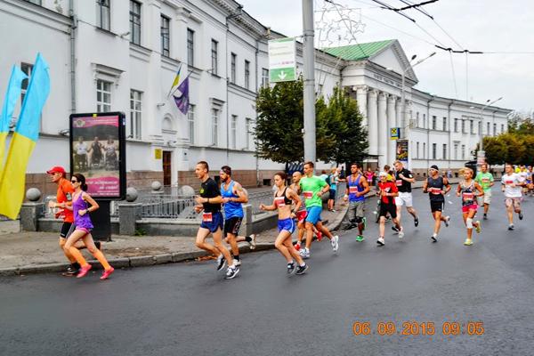 Пробежали 1 км вокруг Круглой площади. Фото: Надежда Сердюк
