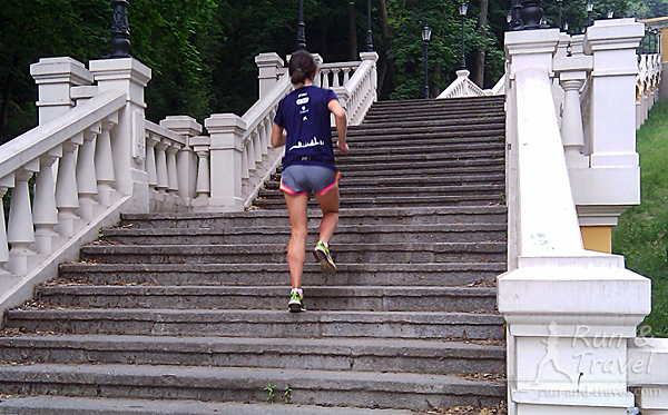 Еще по лестницам иногда бегаю