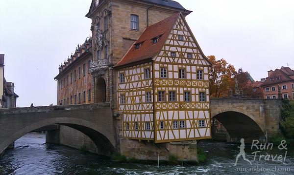 Старая ратуша 15 века на искусственном острове