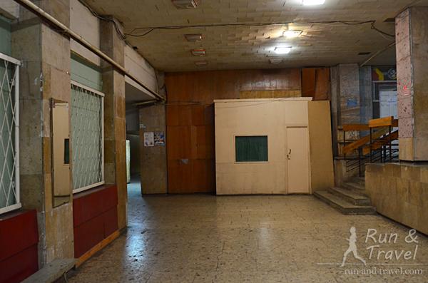 Туалет по коридору налево, с правой стороны