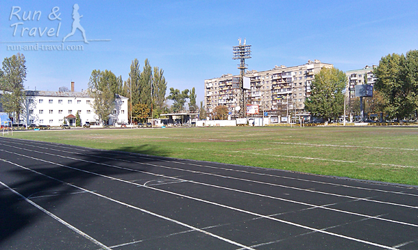 Обычно на стадионе совсем пусто или бегает несколько человек