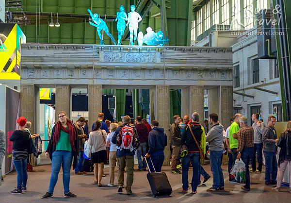 Почти Бранденбургские ворота. Дальше пускают только участников марафона, нужно предъявить стартовый лист