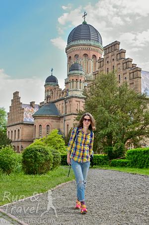 На территории Университета. Кстати, он входит в список всемирного наследия ЮНЕСКО