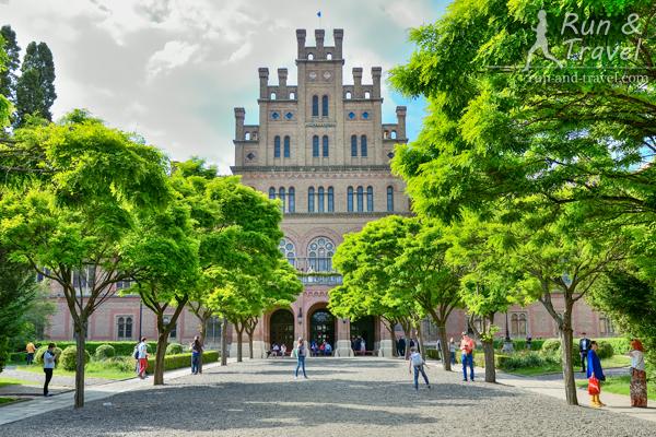 Черновицкий Университет – бывшая резиденция буковинских митрополитов, построен в 19 веке
