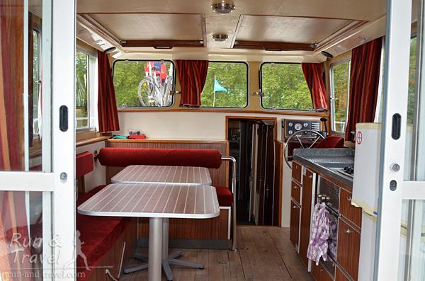 Кухня-салон-капитанский мостик. Все окна и люки открываются