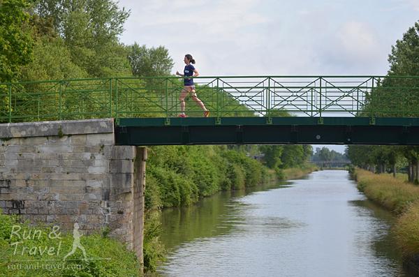 И по мостикам