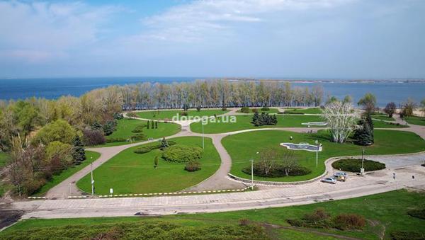 Парк Долина Роз на берегу Днепра. Фото: doroga.ua